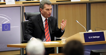 Günther Oettinger; Rechte: picture-alliance/dpa/EPA/Olivier Hoslet