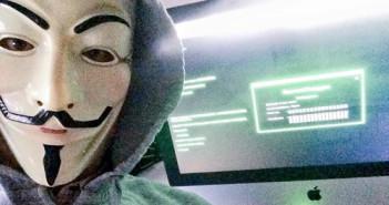 Dennis Horn mit Guy-Fawkes-Maske; Rechte: WDR/Dennis Horn