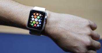 Apple Watch am Armgelenk; Rechte; dpa/Picture Alliance