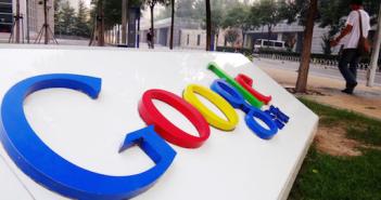 Google Schild; Rechte: dpa/Picture Alliance