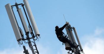 Angriffsziel UMTS-Mobilfunknetz; Rechte: dpa/Picture Alliance