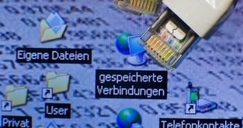 Lupe mit Daten; Rechte: dpa/Picture Alliance