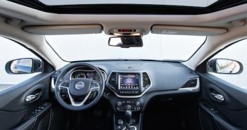 Über das Infotainmentsystem in die Elektronik des Autos gehackt; Rechte: dpa/Picture Alliance