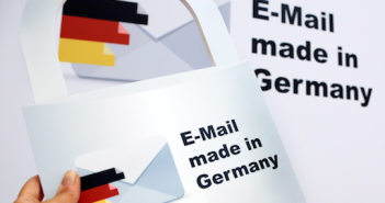 Die E-Mail wird durch Verschlüsselung sicherer; Rechte: dpa/Picture Alliance