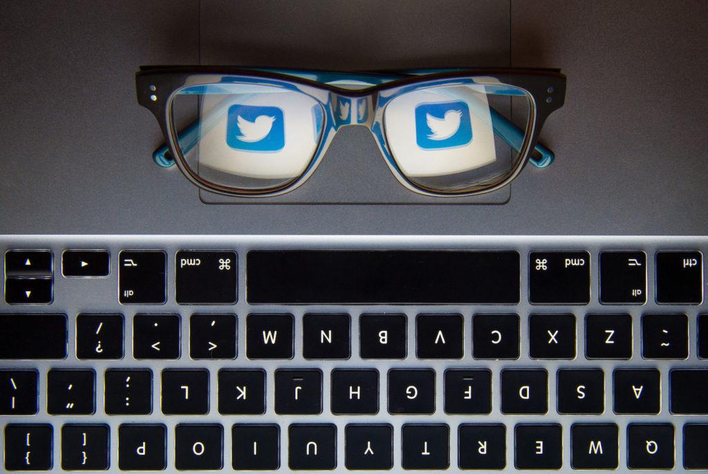 Brille mit Twitter-Logo; Rechte:dpa/Picture Alliance