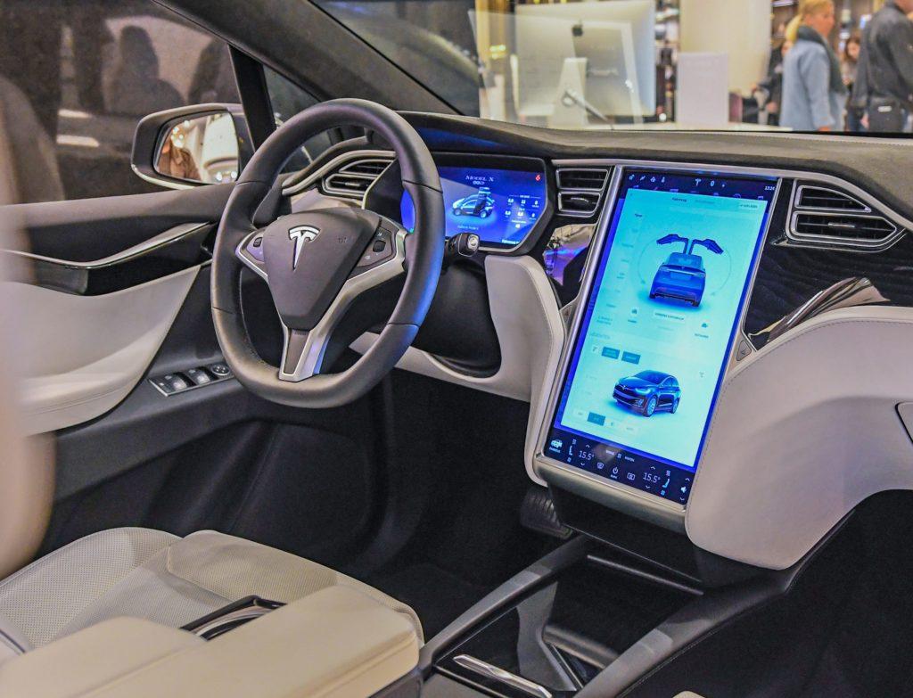 Auch Elektrofahrzeuge werden zu selbstfahrenden Fahrzeugen; Rechte: dpa/Picture Alliance
