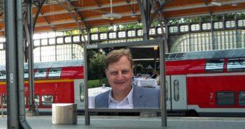 Jörg Schieb am Bahnhof; Rechte: WDR/Schieb