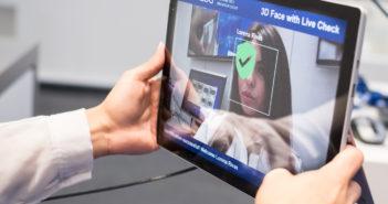 Selbst Apps können mittlerweile Gesichter erkennen; Rechte: dpa/Picture Alliance