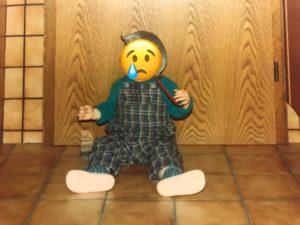 Baby, dessen Gesicht mit einem weinenden Smiley verfremdet wurde. (Rechte: privat/Josef Knocke)