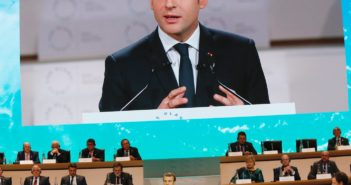 Sommet AEmanuel Macron führt Handyverbot an Schulen ein; Rechte; dpa/Picture Alliance