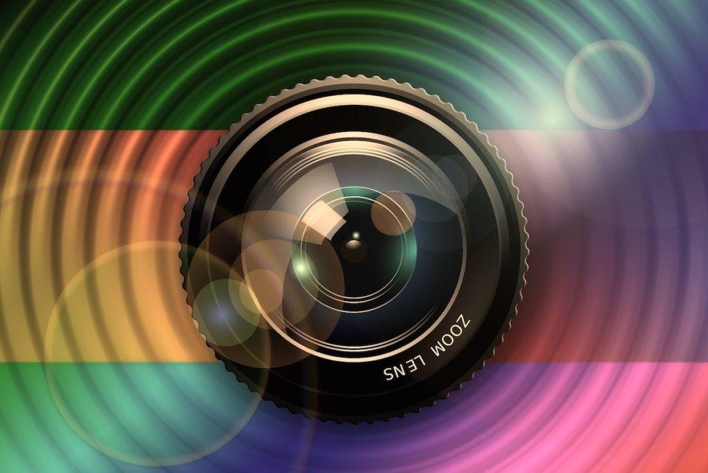 Jede Kameralinse hat individuelle Kratzer - die lassen sich erkennen; Rechte: Pixabay