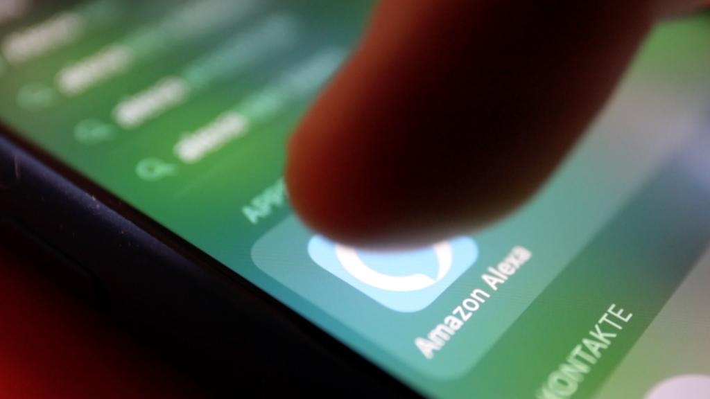 Die Alexa App verrät, welche Anfragen wir gestellt haben; Rechte: WDR/Schieb