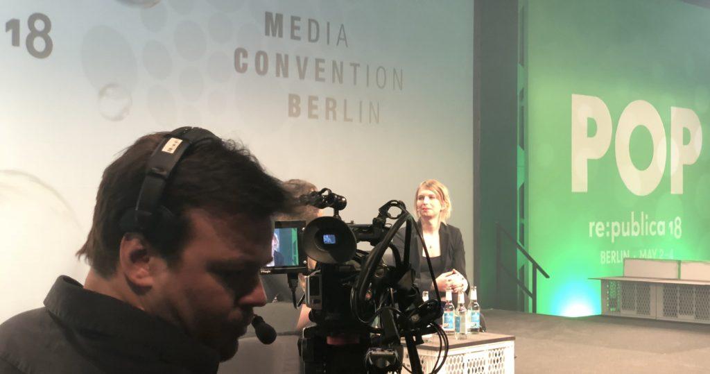 re:publica: Chelsea Manning auf der Bühne; Rechte: WDR/Schieb