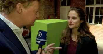 Die Sozialwissenschaftlerin Julia Krüger macht sich Gedanken über die Macht von KI; Rechte: WDR/Schieb