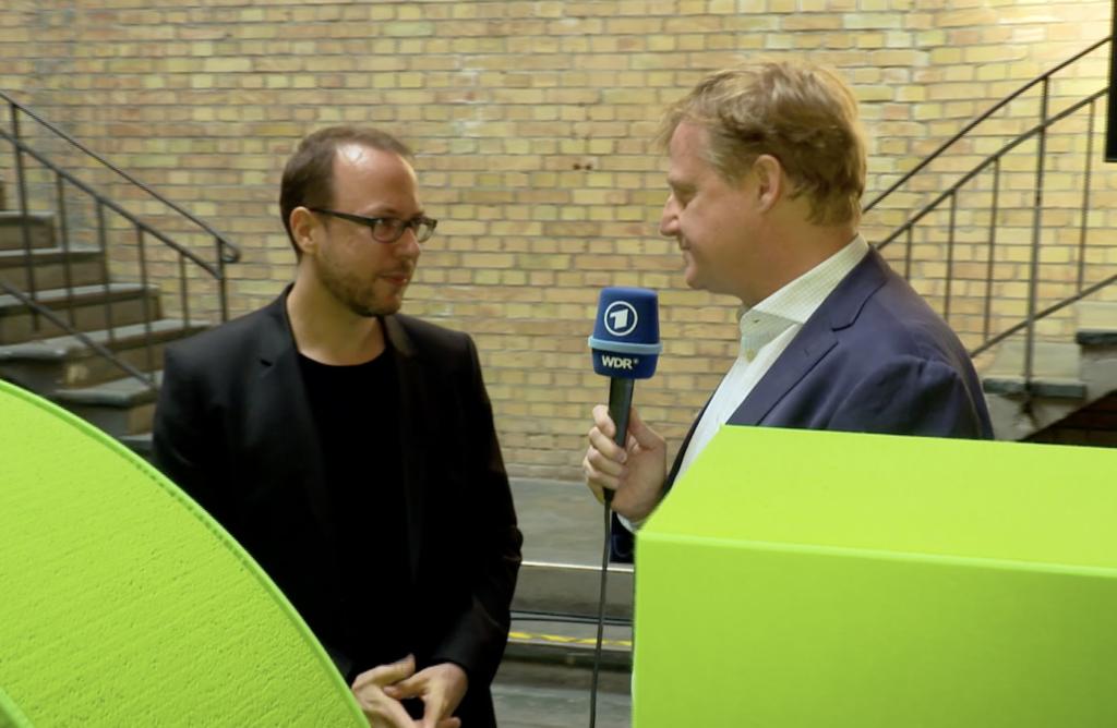 Markus Beckedahl im Gespräch; Rechte: WDR/Schieb
