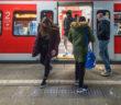 Leuchtende Bahnsteigkante