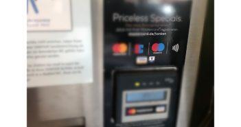 Selbst am Stillen Örtchen geht kontaktloses Bezahlen; Rechte: WDR/Schieb