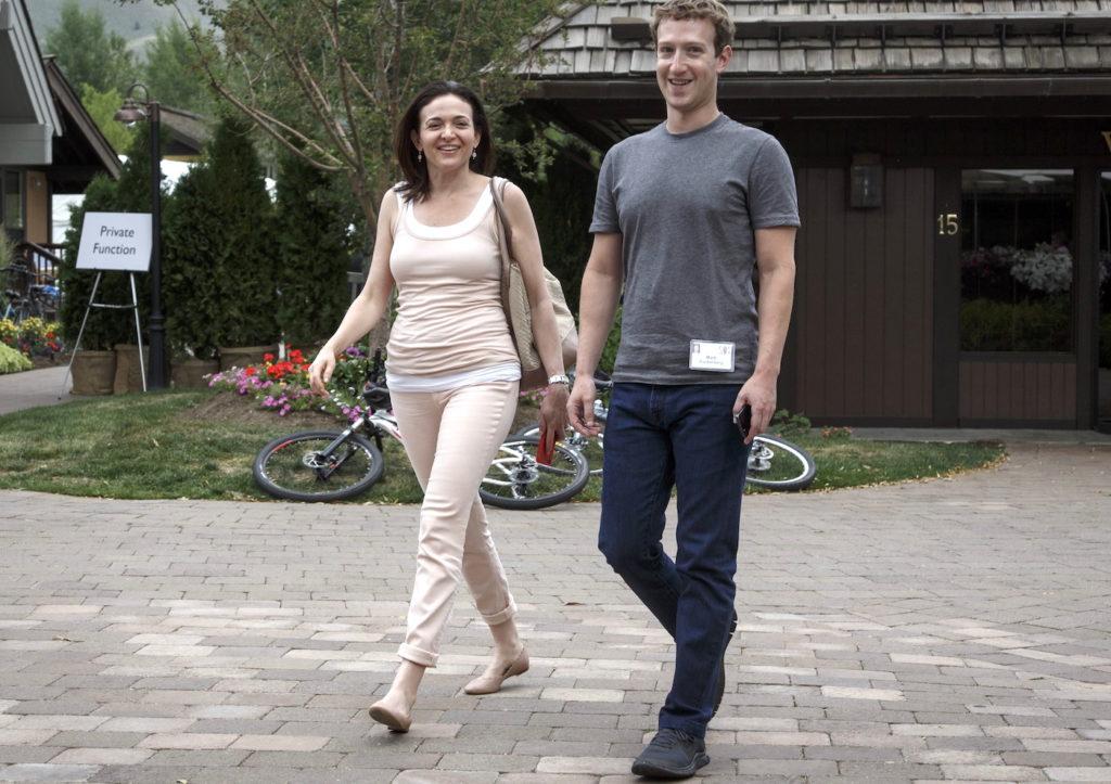 Sheryl Sandberg und Mark Zuckerberg - seit neuestem im Zwist; Rechte: dpa/Picture Alliance