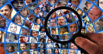 Datenschutz: Fotos von Menschen unter Lupe; Rechte: Pixabay