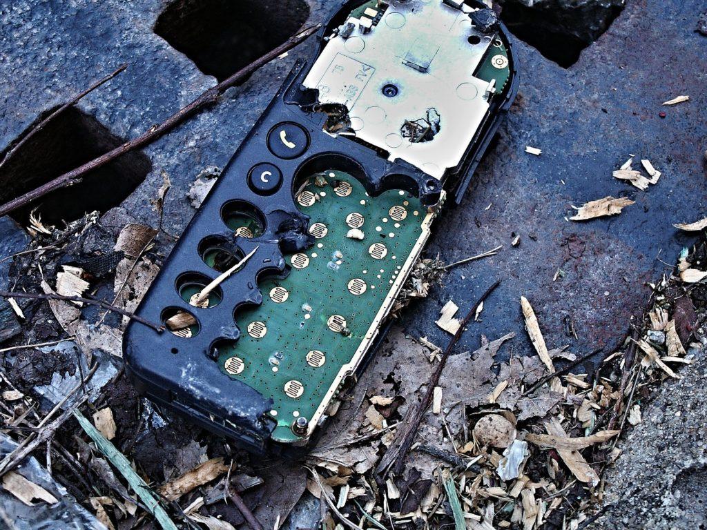 Alte Smartphones sollten fachgerecht entsorgt werden; Rechte: Pixabay
