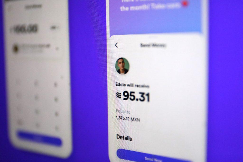 Facebook plant auch eine eigene Wallet namens Calibra; Rechte:WDR/Schieb