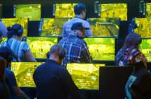 Auf der Gamescom 2019 spielen die Gamer vor Monitoren. Bildrechte: picture alliance/Henning Kaiser/dpa