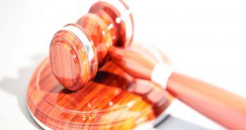 Gerichtsurteil - Hammer des Richters; Rechte: WDR/Schieb