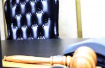Richtersitz mit Hammer; Rechte: WDR/Schieb
