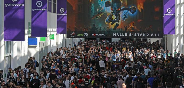 Messebesucher gehen über die Gamescom. Bild: picture alliance/Oliver Berg/dpa