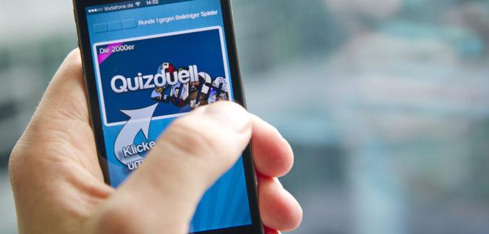 """Eine Person spielt die App """"Quizduell"""" auf ihrem Smartphone. Bild: picture alliance / dpa"""