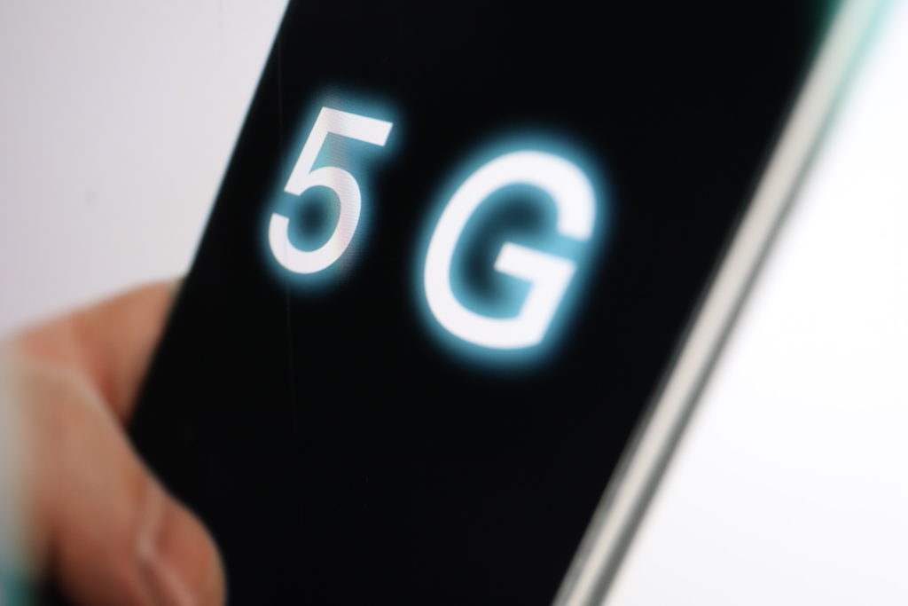 Wer 5G nutzen will, braucht moderne Smartphones; Rechte. WDR/Schieb