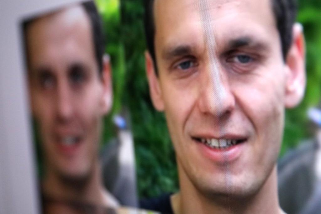 Gesichter werden ausgeschnitten und übertragen; Rechte: WDR/Schieb