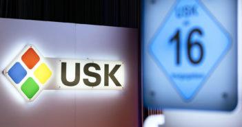 """Das Logo der USK und die Alterseinstufung """"ab 16"""". Bild: picture alliance/Geisler-Fotopress"""