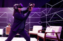"Eine Frau spielt mit der Virtual-Reality-Brille ""Oculus Quest"". Bild: picture alliance / AP Photo"