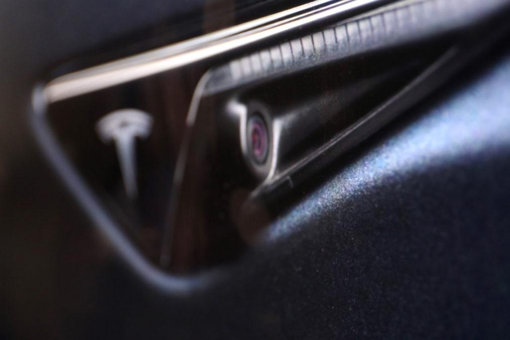 Bis zu acht Kameras beobachten das Geschehen rund im das Auto; Rechte: WDR/Schieb