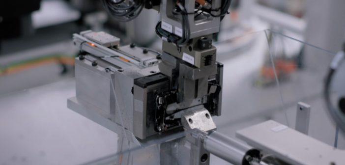 Viele wertvolle Materialien im Smartphone lassen sich nicht wiederverwenden; Rechte: WDR/Schieb