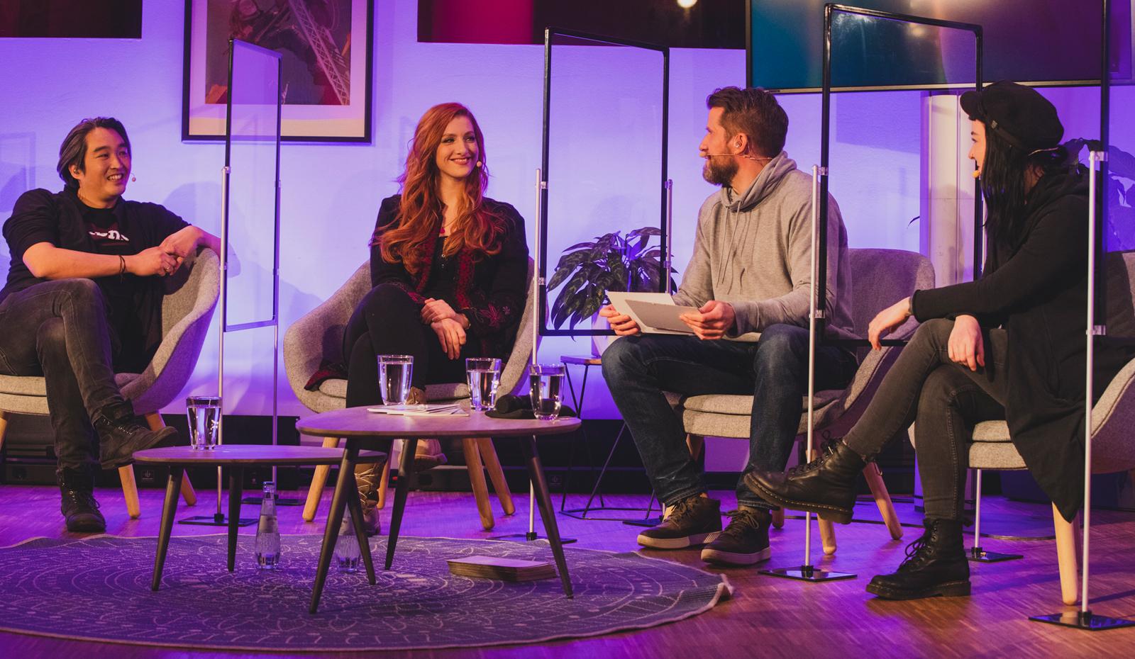Daniel Budiman, Lara Loft, Fabian Siegismund und Valentina Birke haben den Preis moderiert. Bild: Deutscher Entwicklerpreis 2020