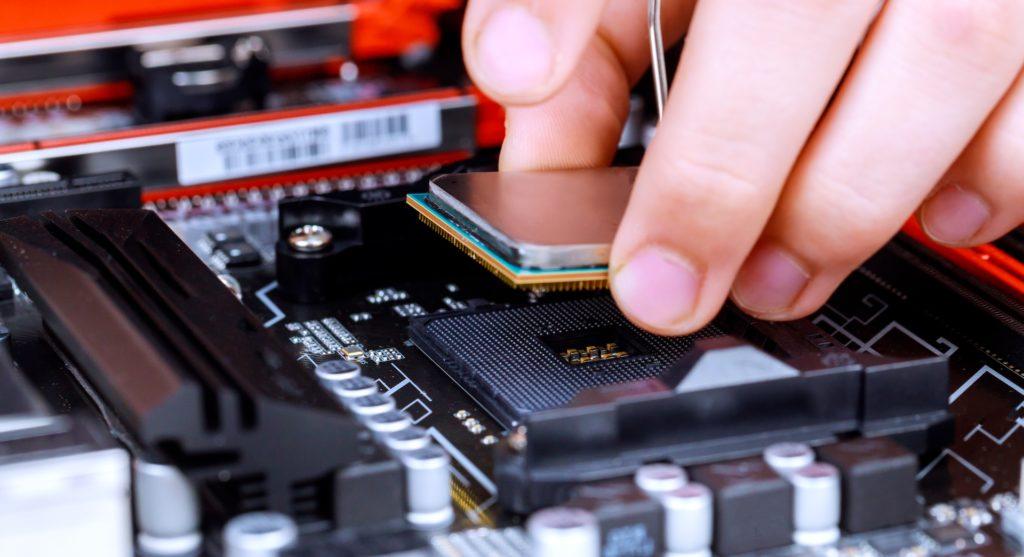 Eine moderne CPU: Nachfolger des ENIAC; Rechte: WDR/Schieb