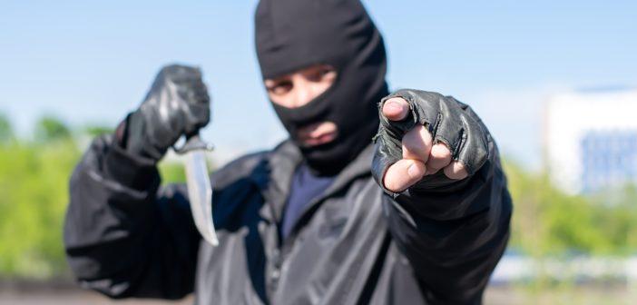 """Youtuber bedroht Menschen mit einem Messer - für ein """"Prank""""-Video; Rechte: WDR/Schieb"""
