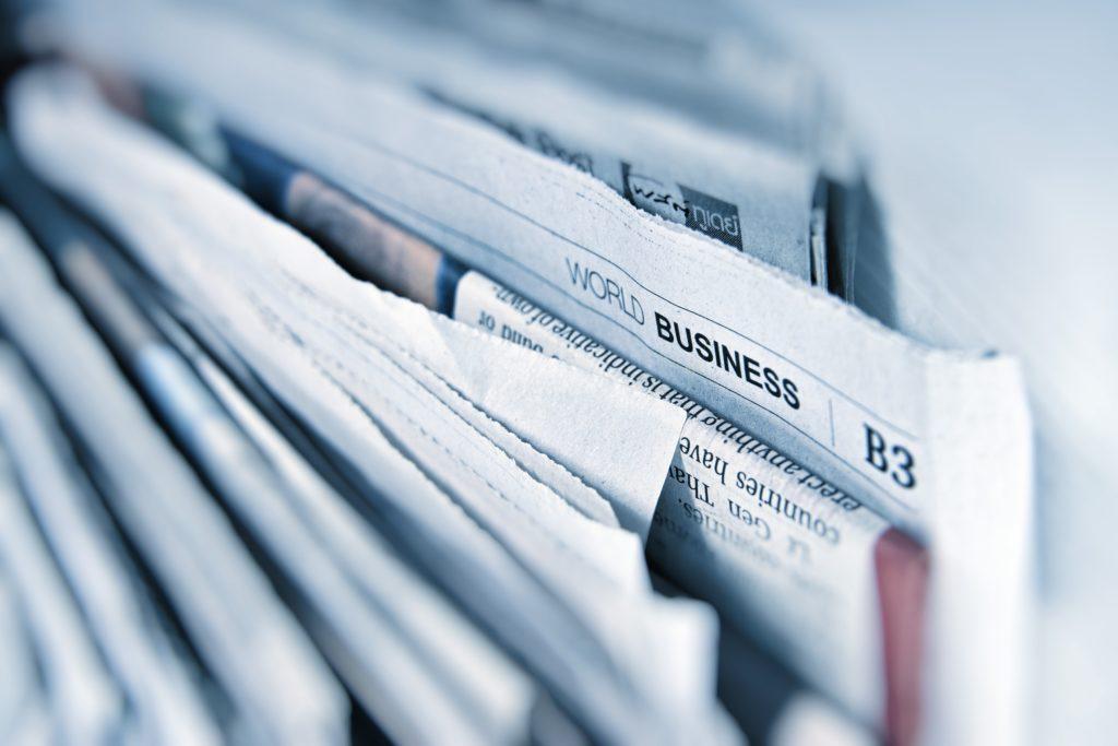 Zeitungen gestapelt am Kiok; Recht: WDR/Schieb