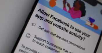 Facebook wirbt für Tracker in der App; Rechte: WDR/Schieb
