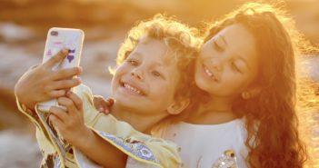 Kids machen Selfie; Rechte: WDR/Schieb