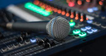 Mischpult: Facebook setzt verstärkt auf Audios; Rechte: WDR/Schieb
