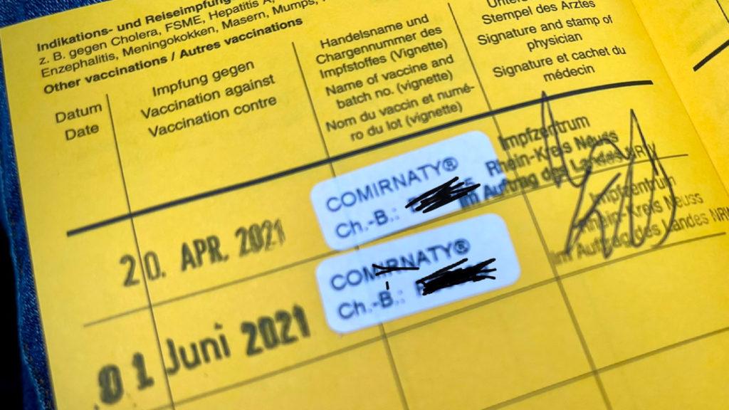Das gelbe Impfbuch bleibt gültig; komfortabler ist aber der digitale Impfnachweis; Rechte: WDR/Schieb