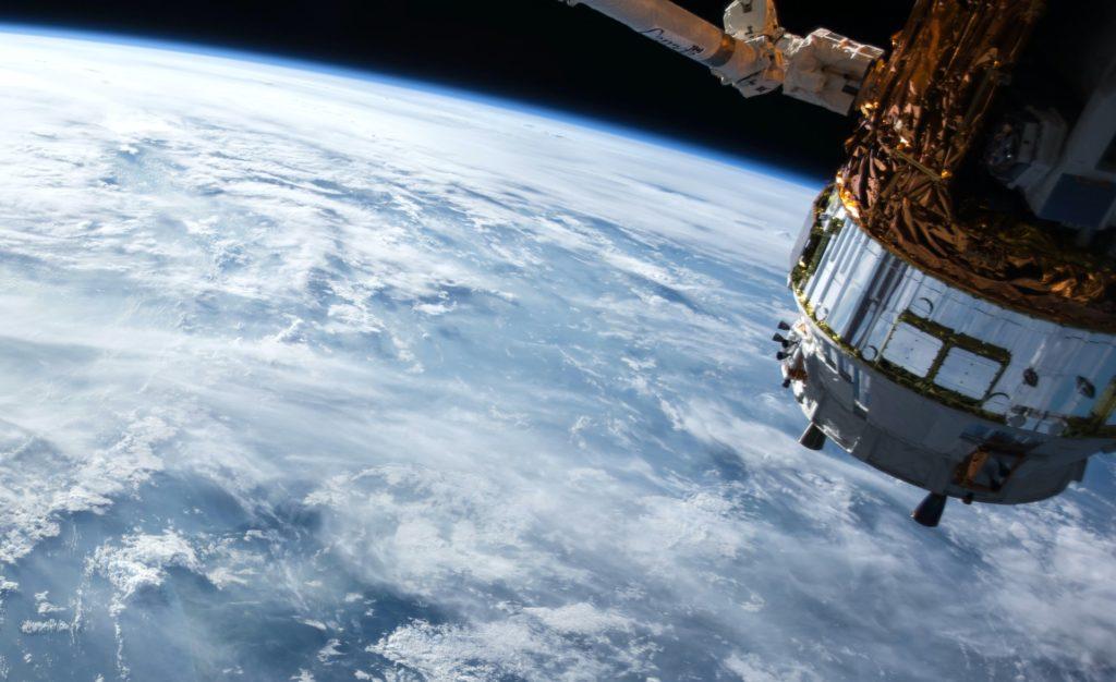 Wer per Satellit zuschaut, kann sich am schnellsten freuen; Rechte: WDR/Schieb