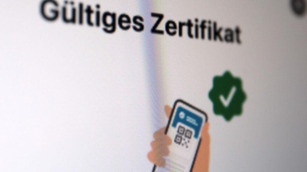 Vor Einreise prüfen, ob ein Zertifikat gültig ist; Rechte: WDR/Schieb