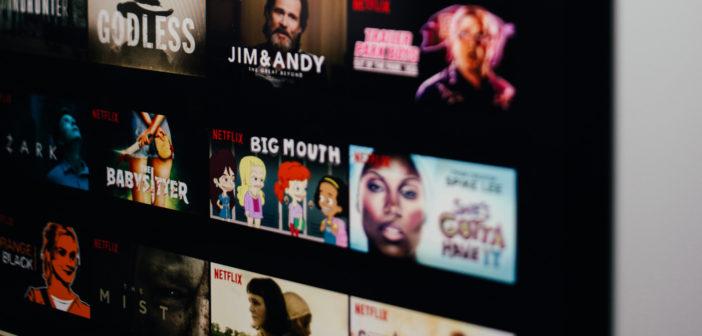 Das Auswahlmenu von Netxflix mit mehreren Filmen und Serien. Bild: Charles Deluvio   Unsplash