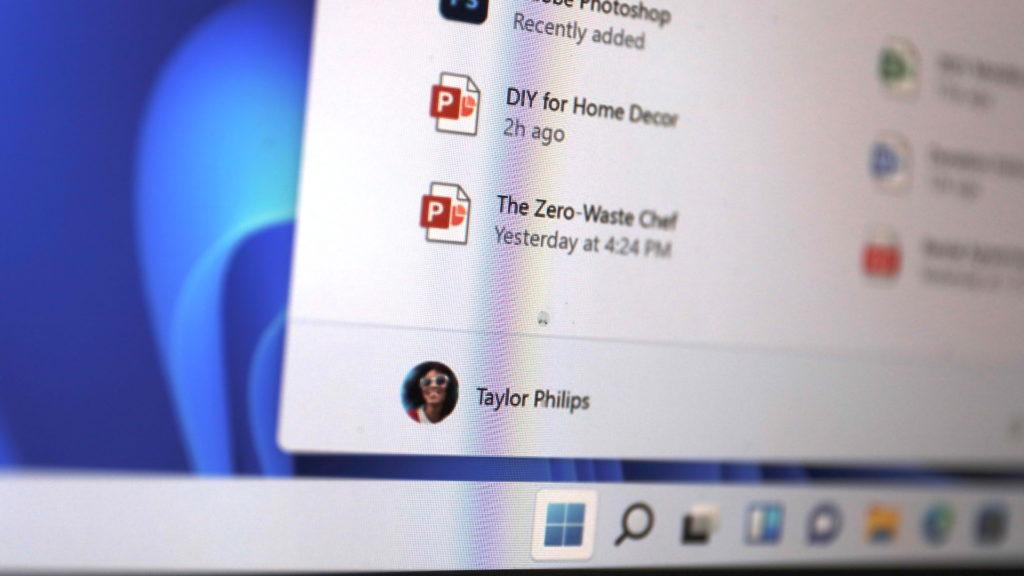 Windows 11: Startmenü lässt sich in der Mitte platzieren; Rechte: WDR/Schieb