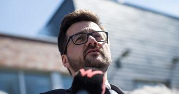 Justizminister Kutschaty vor der JVA Ronsdorf; Rechte: dpa