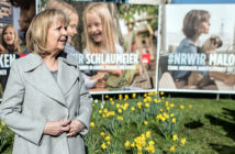 Kraft vor SPD-Plakaten